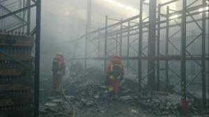 Incendio en una fábrica de aceites cerca de Valencia