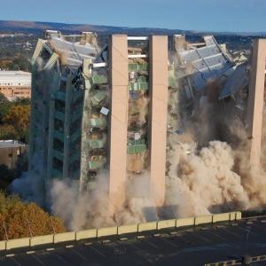 ¿Se derrumban siempre los edificios que sufren incendios?