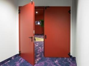 Seguridad contra incendios: Requisitos para una puerta cortafuego