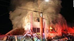Incendio muy grave en una discoteca de Oakland, al menos 24 muertos