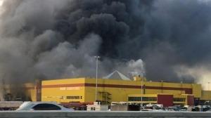 Incendio espeluznante en un centro comercial de Moscú