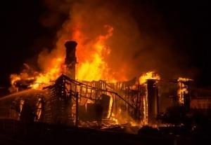 Recreación real y tiempos durante un incendio en el hogar