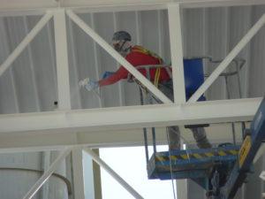 Operario Trabajando Protección Edificio Pintura Intumescente Teclack-W®